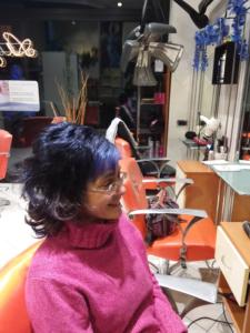 Clemente parrucchiere,tinta blu